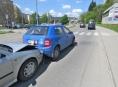 Řidič v Šumperku sledoval dělníky u silnice a havaroval