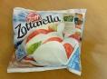 Řetězec Billa prodával mozzarellu Zott s nevyhovujícím obsahem tuku a sušiny