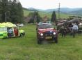 V Jeseníku se převrátil traktor se dřevem