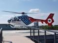 Záchranářský vrtulník musel přistát v řepném poli