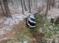 Řidička nezvládla průjezd zatáčkou mezi Třemeškem a Mladonoňovem