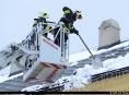Hasiči upozorňují! Odstraňte sníh ze své střechy!