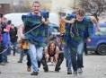 Příprava na recesistické závody čtyřspřeží v Zábřehu vrcholí