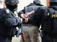 Muže zadrželo policejní komando v okamžiku, kdy vyráběl drogy