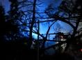 Požár chat a dřevěných přístřešků ve Šternberku napáchal škodu přesahující jeden milion