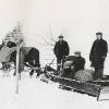 Odklízení sněhu dřevěným sněhovým pluhem, 30. léta 20. století  zdroj foto: Muzeum silnic Vikýřovice