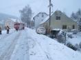 Řidič na Jesenicku podcenil rychlost i sníh na silnici