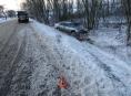 Sníh na silnici potrápil také řidičky