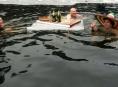 Bozeňovské ledy 2012  pokořilo jednatřicet otužilců