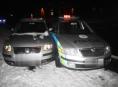 Opilá řidička bez řidičáku se honila s policejním vozidlem