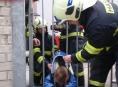 Prostějovsko: Holčička uvízla v brance a auto na kolejích