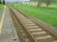 Kameny na kolejích. Kdo ohrožuje na Šumpersku cestující ve vlaku?