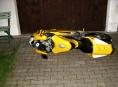 Žena se rozlobila na druha a podkopla mu Ducati 999