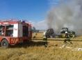 Ve Vlčicích na Jesenicku hořela na poli sláma i traktor