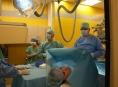 """Kardiologové FN Olomouc implantovali monitor pomocí """"injekce"""""""