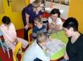 Dětským pacientům v nemoci chodí knihovnice předčítat pohádky