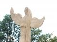 Rejchartickou louku stráží dřevění andělé