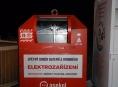 Muže uvěznil kontejner na elektro odpad