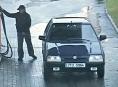 Muž natankuje a neplatí na bezinkách v Mohelnici a na Olomoucku