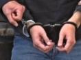 Agresivní host putoval do policejní cely