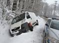 Husté sněžení komplikuje dopravu na Jesenicku