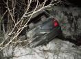 Muž z Libiny nechal havarované auto ve křoví u potoka