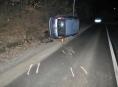 Řidič převrátil vozidlo na pravý bok a odešel domů