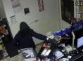 Maskovaný muž v Olomouci přepadl čerpací stanici