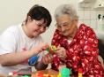 Ve FN Olomouc dobrovolníci pomohli zpříjemnit velikonoční čas pacientům