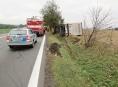Řidič na Mohelnicku převrátil kamion na bok