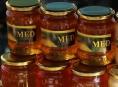 Inspektoři odhalili na českém trhu antibiotika v medu