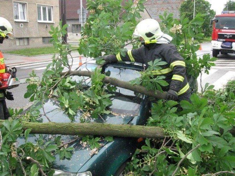 Desítky výjezdů hasičů v Olomouckém kraji kvůli počasí