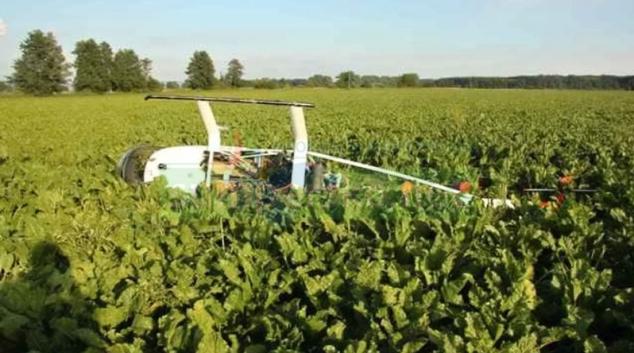 Nouzové přistání ultralehkého vrtulníku na Uničovsku