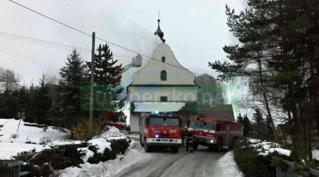 Při likvidaci požáru ve Skleném zasahovali také hasiči z Pardubického kraje