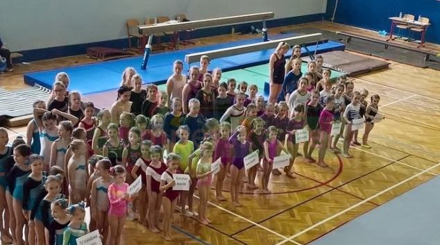 Šumperské gymnastky startovaly na závodech ve Valašském Meziříčí