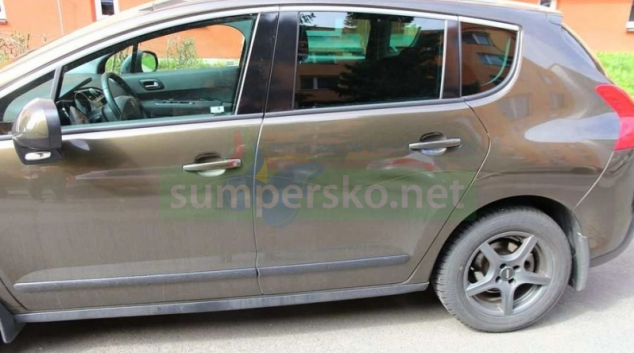 Vandal poškodil v Šumperku čtrnáct vozidel