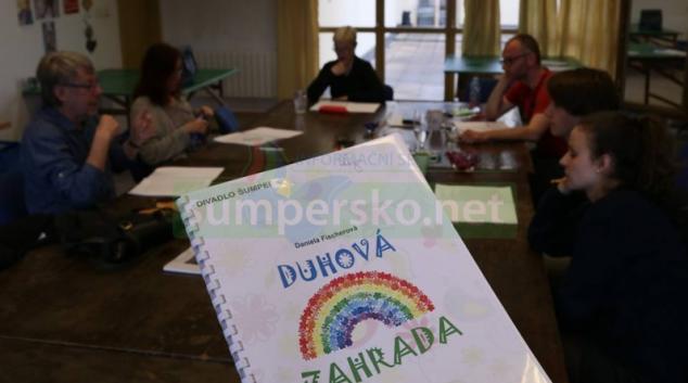 Ředitel Matěj Kašík zve na premiéru pohádky Duhová zahrada