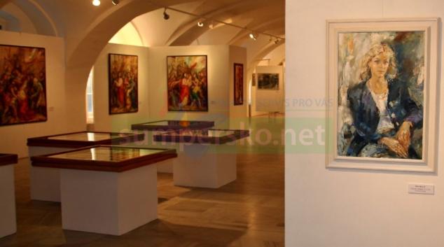 Díla akademického malíře Lubomíra Bartoše vystavuje šumperské muzeum