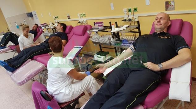 Patnáct olomouckých hasičů hromadně darovalo krev