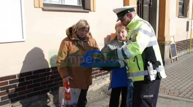 Chodci si postěžovali policistům na bezohledné řidiče