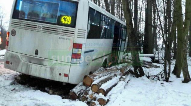 Náledí na silnicích v kraji zkomplikovalo jízdu řidičů