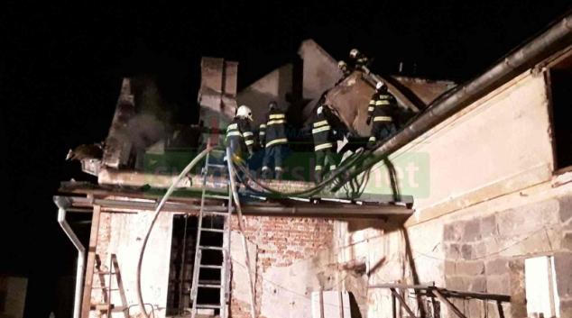 Hasiči zasahovali u požáru hospodářské budovy ve Velké Kraši