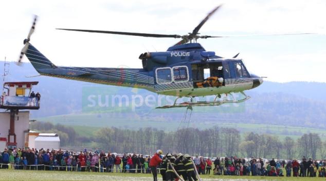 Hašení požárů vrtulníkem v Šumperku