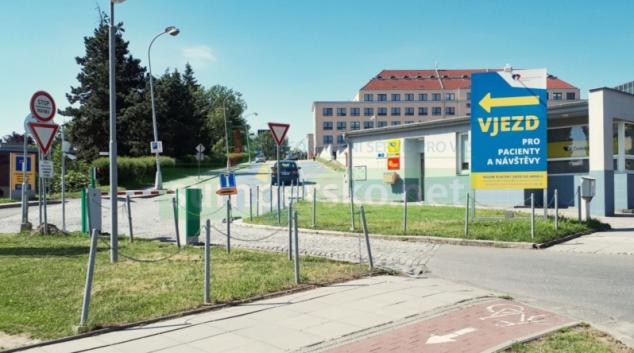 Fakultní nemocnice Olomouc testuje nový vjezdový a parkovací systém
