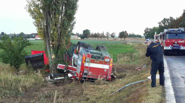 Nehoda hasičské cisterny na Šumpersku