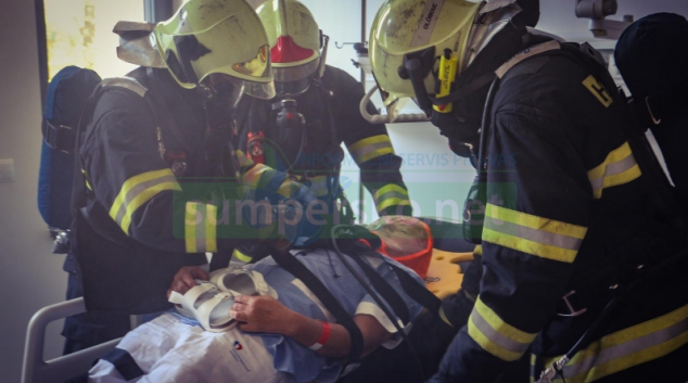 """""""Evakuace 2018"""" Hasiči cvičně likvidovali požár v nemocnici a evakuovali pacienty"""