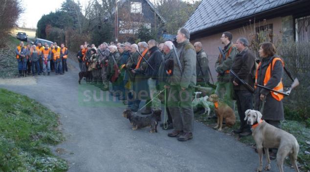FOTO: Policisté prováděli kontrolu myslivců na honitbě v Bludově