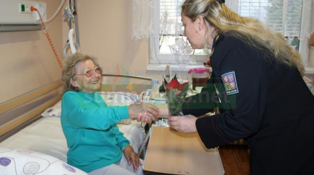 Pacienty šumperské nemocnice navštívili policisté i Mikuláš s družinou