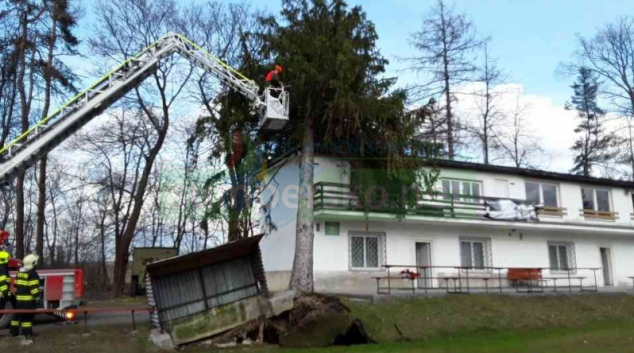 Silný vítr má na svědomí další výjezdy hasičů v Olomouckém kraji