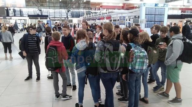 Žáci Pětky navštívili pražské letiště V. Havla